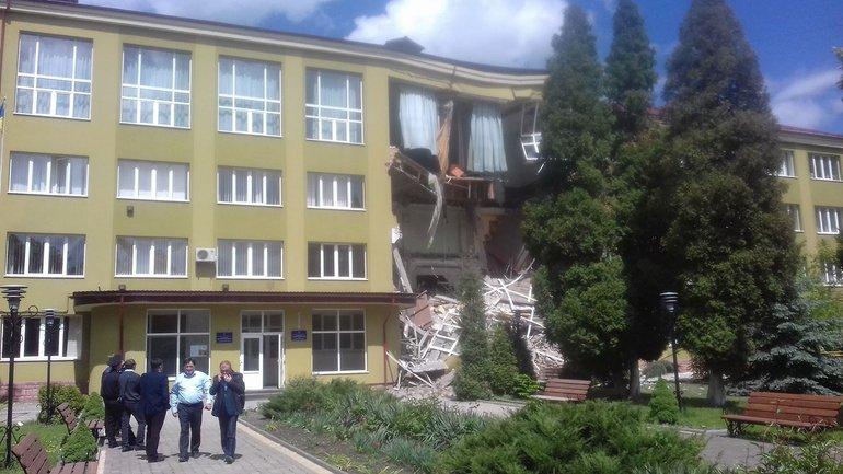 Стена коломыйского колледжа обвалилась во время пар - фото 1