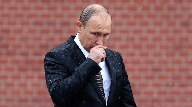 Путин показал миру свою плешивую голову под дождем в Москве - фото 1
