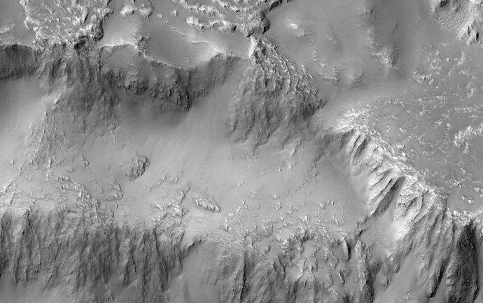 Застывший водопад из лавы - фото 1