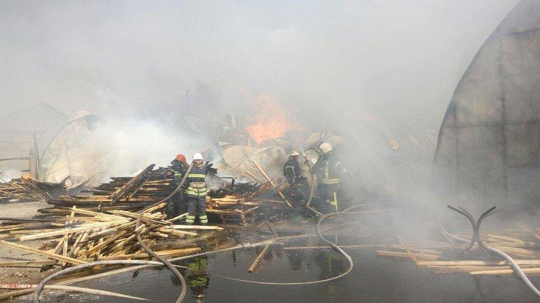 На месте работало 40 спасателей  - фото 1