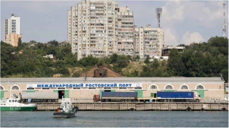 Порт принимает грузовые суда - фото 1
