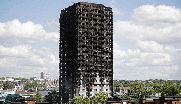 После катастрофы десятки тысяч остались без дома - фото 1