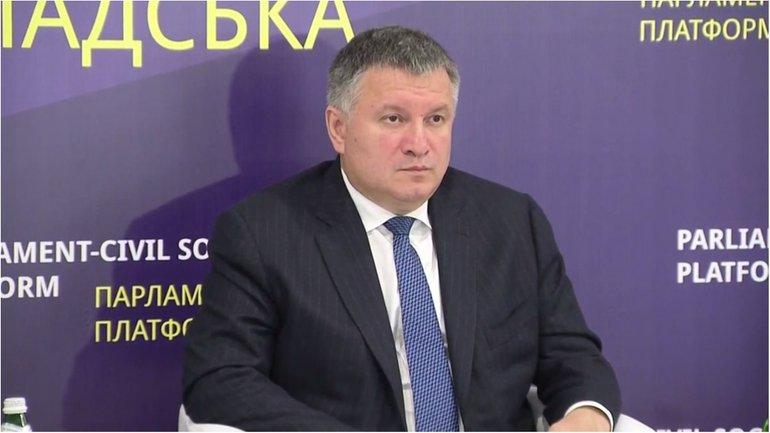 Аваков считает, что проблема оккупации на Донбассе будет решаться не военным путем - фото 1