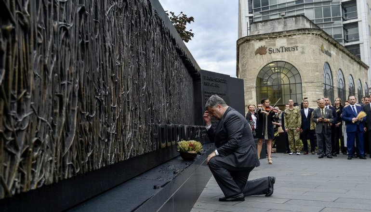 Порошенко почтил память жертв Голодомора - фото 1