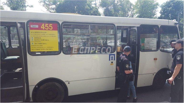 В Киеве взорвалась маршрутка, есть пострадавшие - фото 1