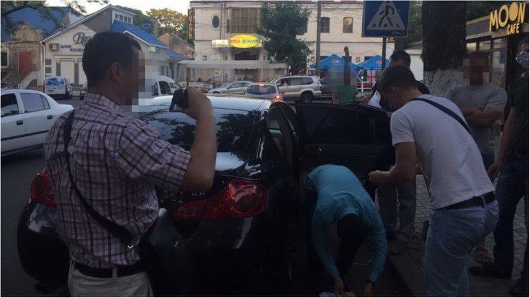 Чиновника задержали при получении денег - фото 1