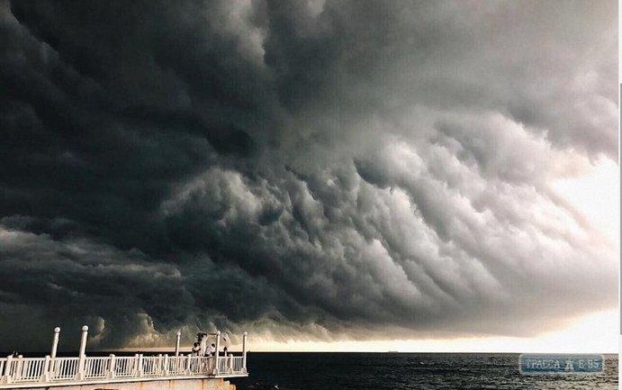 Жители Одессы пережили очередную летнюю бурю - фото 1