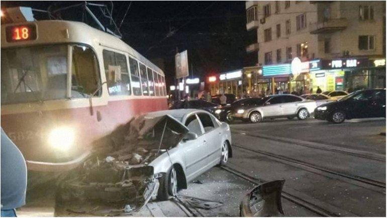 Депутат Барна уничтожил трамвай - фото 1