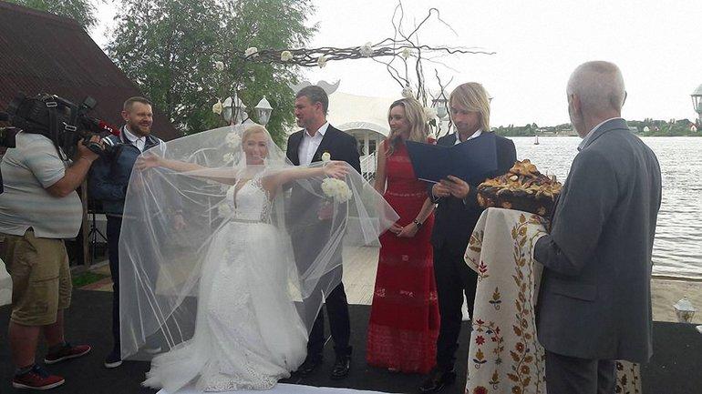 Радостная невеста - фото 1