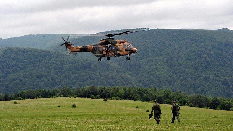 Военные летели на вертолете AS 532 Cougar - фото 1