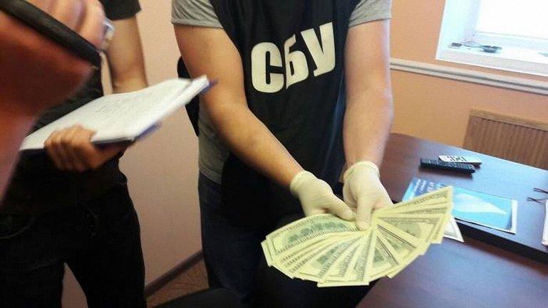 Депутат хотел купить лояльность полицейского - фото 1