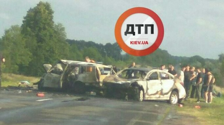 Автомобили загорелись в результате аварии - фото 1