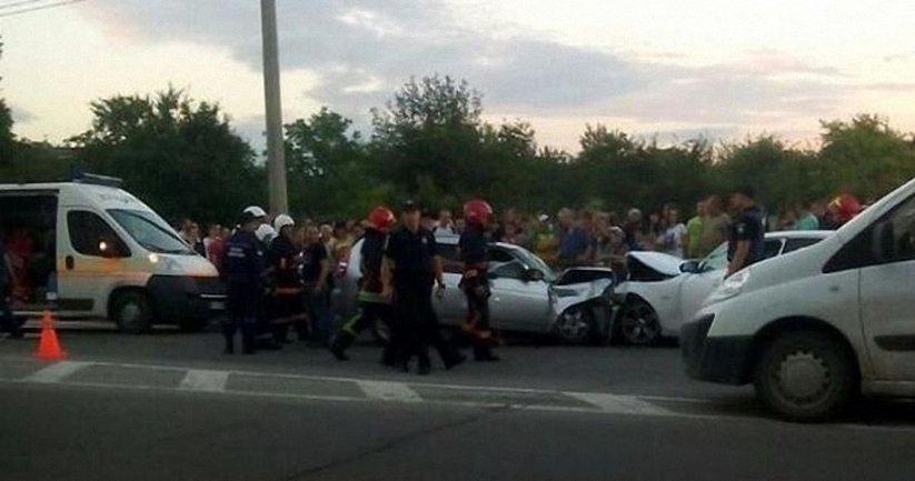 Патрульные врезались в авто жителя Тернопольской области - фото 1