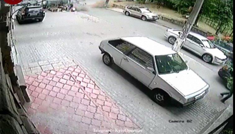 Взрыв автомобиля в Киеве - фото 1
