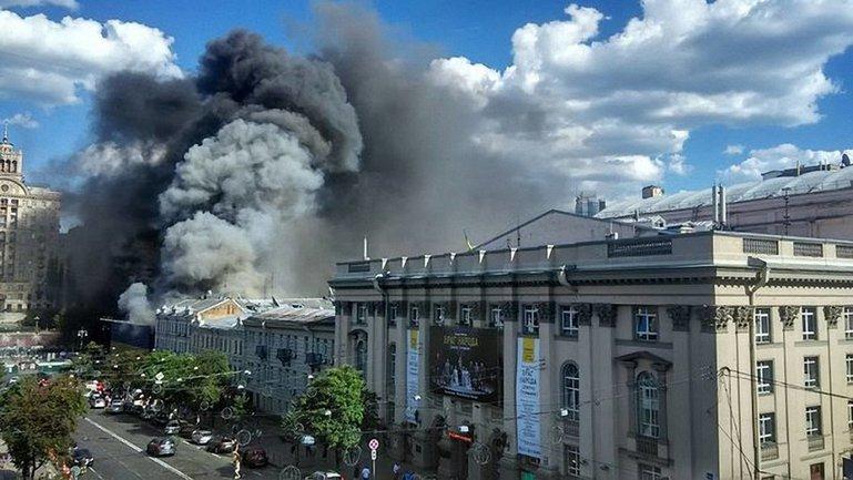 Пожар на главной улице столицы  - фото 1