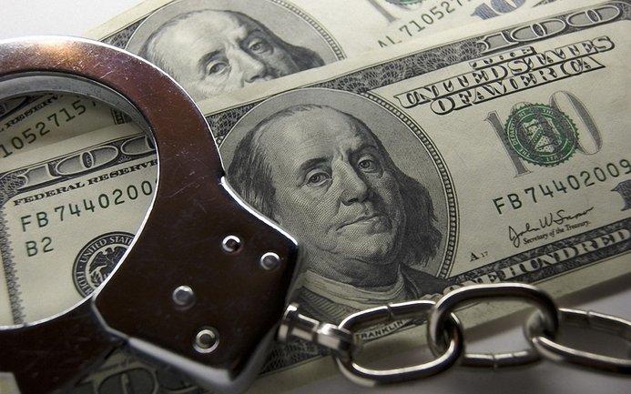 Чиновница требовала от банка 5 млн долларов - фото 1