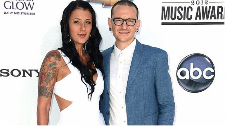 Умер Честер Беннигтон: лидер Linkin Park и Талинда Бентли - фото 1