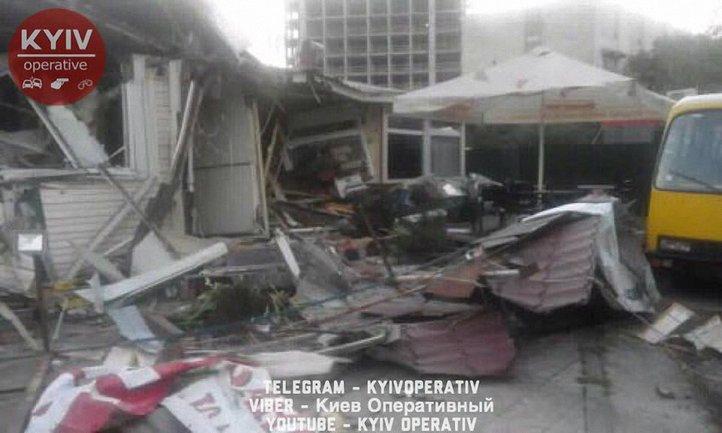 Киоск, где питались водители маршруток, снесли вместе с ними - фото 1