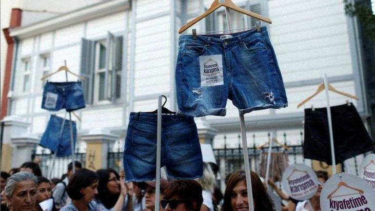 Участницы протеста утверждают, что количество правонарушений в отношении женщин возрастает  - фото 1