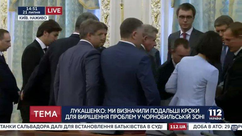 Во время встречи Лукашенко и Порошенко глава Госпогранслужбы упал в обморок  - фото 1