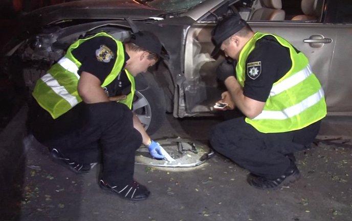 Полицейские расследуют взрыв иномарки бывшего депутата - фото 1