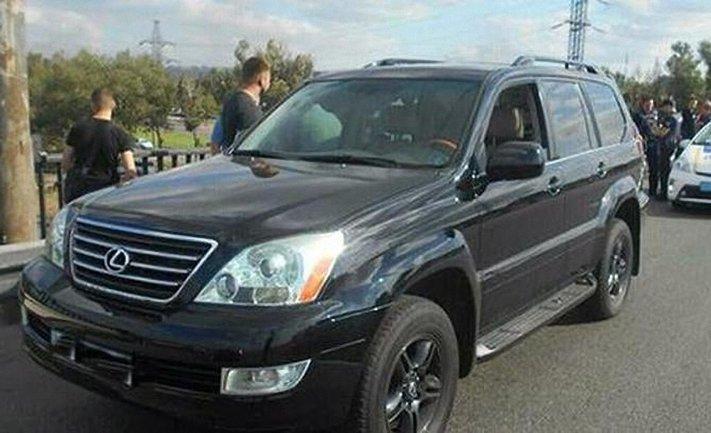 """Водитель """"Лексуса"""" несколько раз выстрелил в машину, где находился ребенок и беременная девушка - фото 1"""