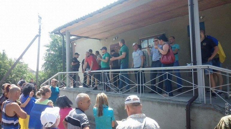 Активисты пришли к зданию суда, чтобы добиться правосудия - фото 1
