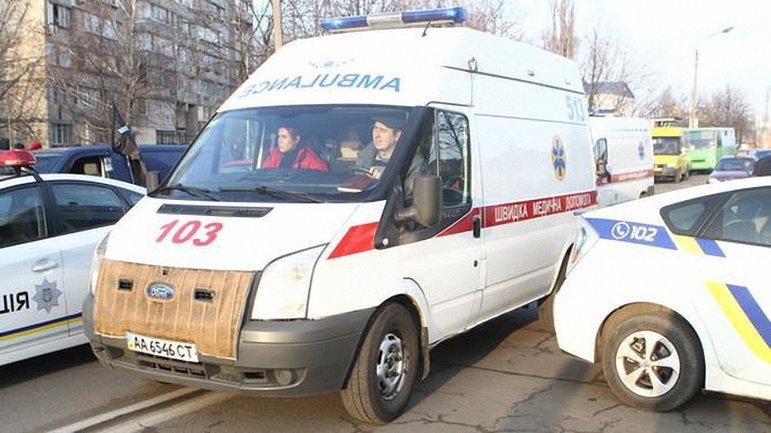Медики доставили в больницу троих пострадавших после драки - фото 1