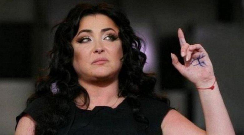 """Лолита вызвала отвращение зрителей """"голым"""" нарядом на концерте - фото 1"""