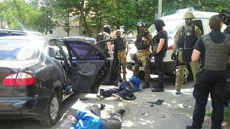 Преступники ранили охранника и вынесли золотые изделия - фото 1