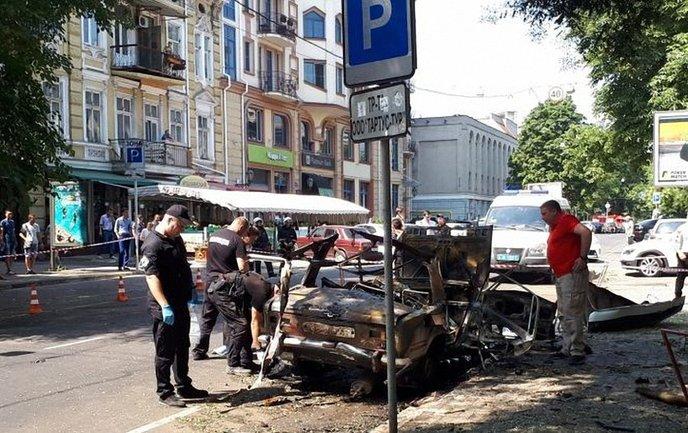 Взрыв автомобиля в Одессе - фото 1