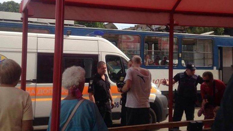 Злоумышленника задержали полицейские после стрельбы на остановке в Запорожье - фото 1