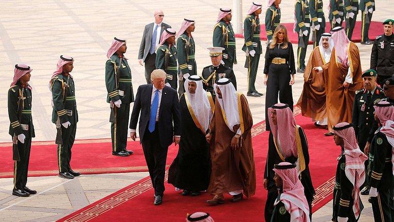 Трамп во время визита в ОАЭ - фото 1