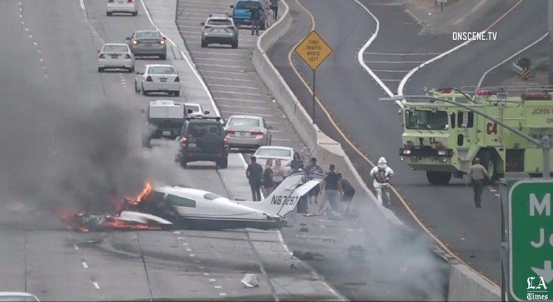 Во время падения самолета произошел взрыв и возник пожар - фото 1