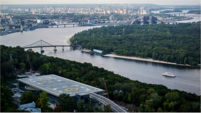 """Вертолетная площадка Януковича"" построена на склонах Днепра - фото 1"