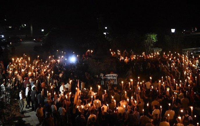 Сотни белых расистов приняли участие в митинге в Университете Вирджинии - фото 1
