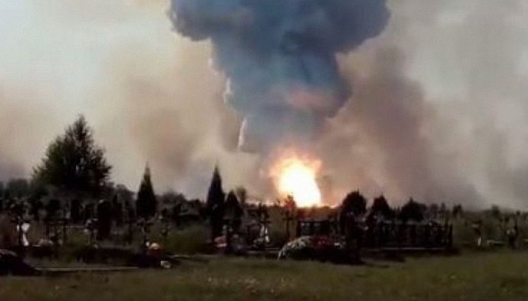 В Донецке горит завод со складами ядерных отходов - фото 1