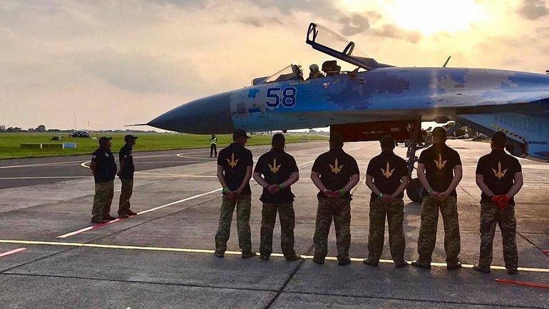 Украинские пилоты из Миргорода поучаствовали в International Airshow-2017 - фото 1