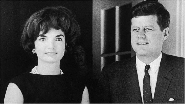 Джеки и Джон Фицджеральд Кеннеди - фото 1