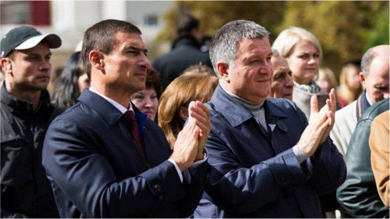 Нардеп Игорь Котвицкий рядом с главой МВД Арсеном Аваковым - фото 1