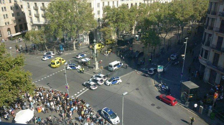 В центре Барселоны совершили теракт - фото 1
