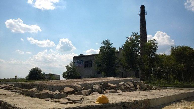 Памятник взорвали в городе Червонопартизанск - фото 1