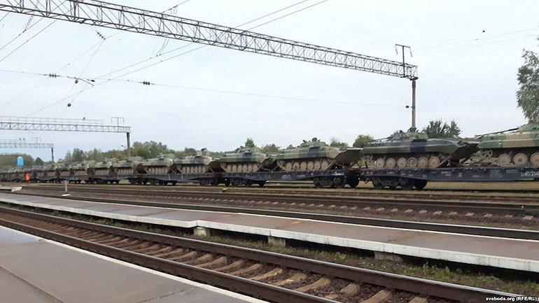 Россияне покидают Беларусь на танках  - фото 1