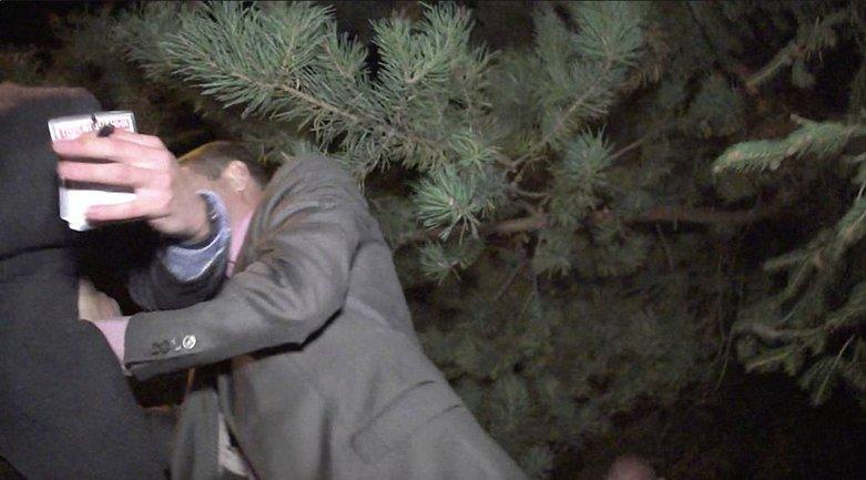 В УГО заявили, что их сотрудник просто зацепился  - фото 1