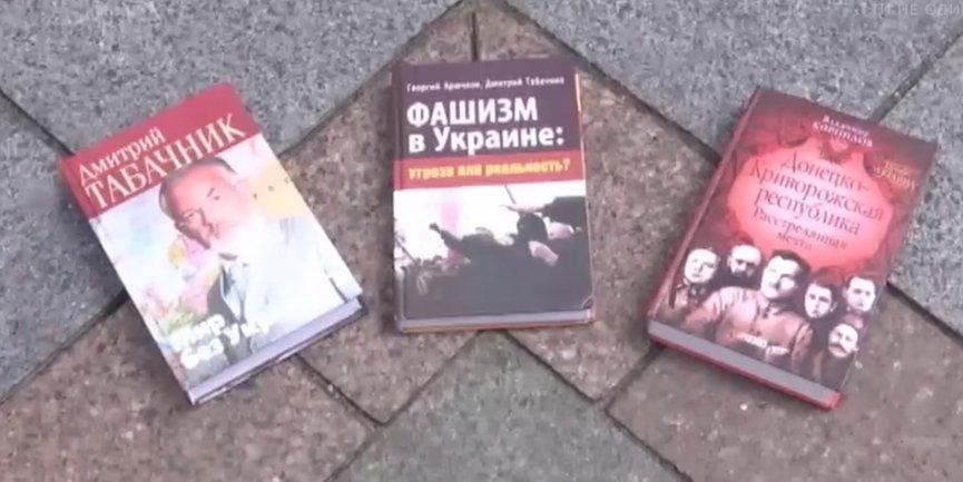 """Книги с """"интересным"""" содержанием  - фото 1"""