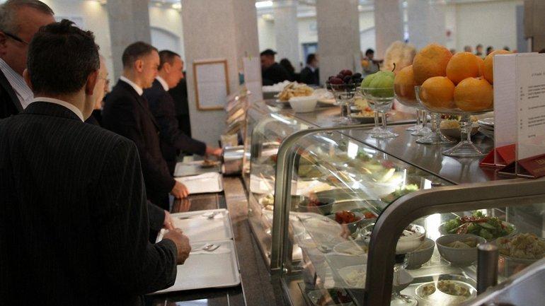 С новыми ценами в столовой ВР нардепам придется экономить на еде - фото 1