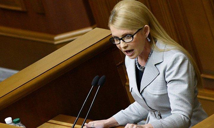 Тимошенко подняла бокал шампанского в Раде - фото 1