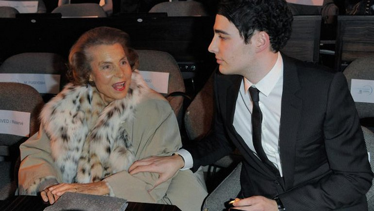Владелица l'Oreal Лилиан Беттанкур с внуком, который заменил ее в совете директоров - фото 1