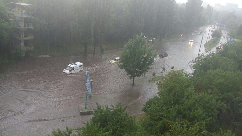 Повреждена больница в Закарпатье - фото 1