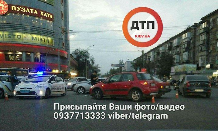 На Дарницкой площади произошло ДТП  - фото 1